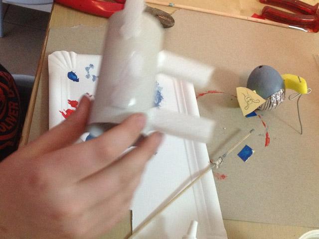 Ein Papprollenpferd entsteht