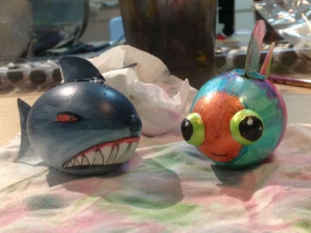 Hai und Regebogenfisch Ostereier vom Mittelpünktchen Kreativworkshop
